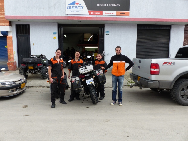 Santiago and his technicians who fixed the bike,