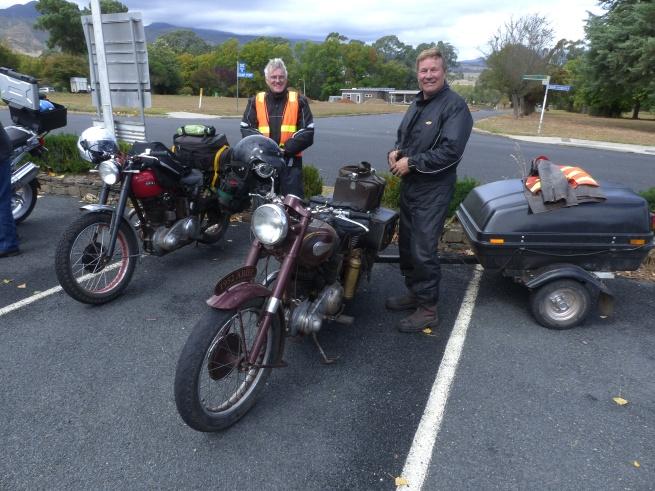 Two vintage Ariel's....one pulling a bike trailer!
